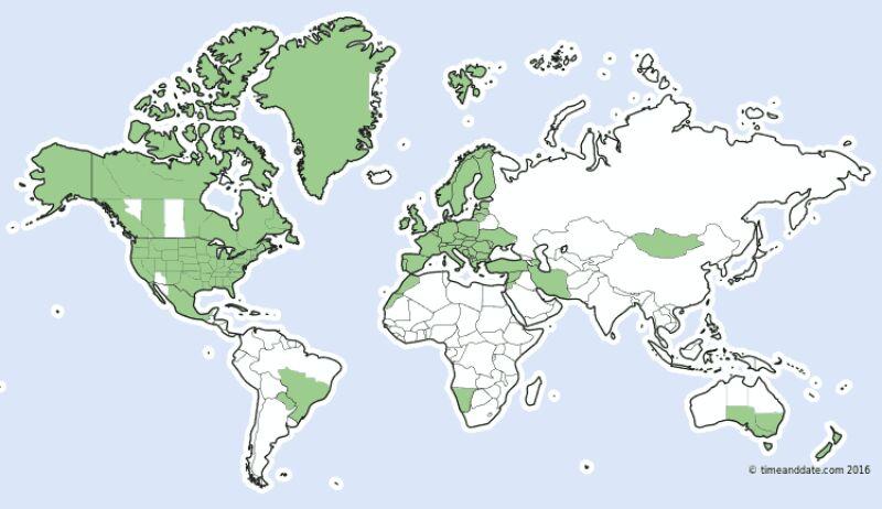 Kolorem zielonym zaznaczone są kraje, w których zmienia się czas na letni