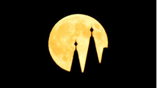 Niezwykłe zdjęcia Księżyca w pełni